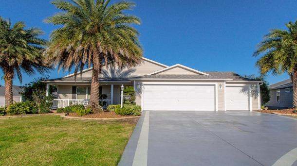 ID#1198 - Awesome Home Centrally Located!